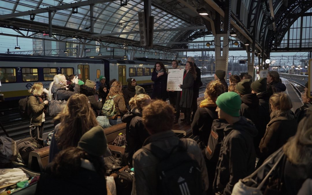 Per trein en bus naar klimaattop Polen om aandacht te vragen voor de klimaatimpact van luchtvaart