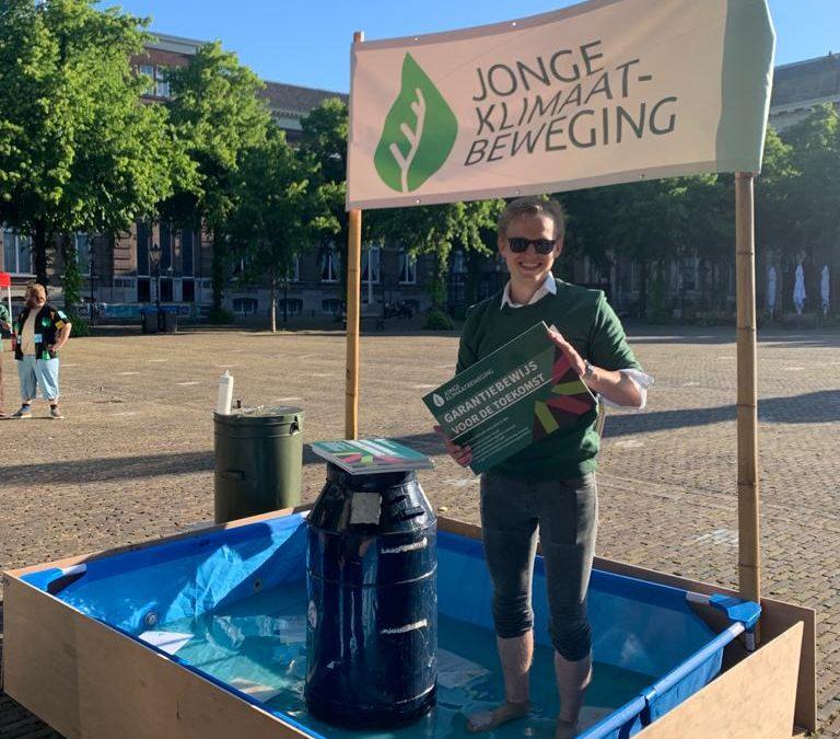 """Jongeren willen garantie op droge voeten: """"stel een klimaatautoriteit in!"""""""